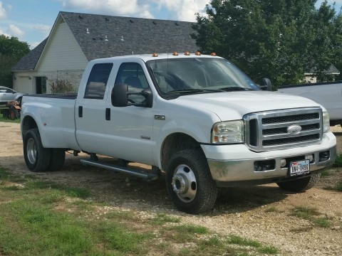 2005 Ford F-350 Super Duty DRW Lariat Crew Cab Pickup for sale